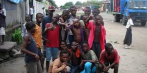 Les Shegues - À Kinshasa, des milliers d'enfants vivent dans les rues.